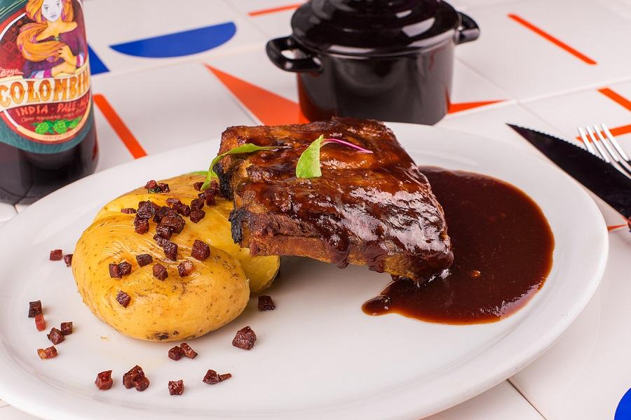1 - Costela de porco ao molho barbecue de tamarindo_NossaCozinha Bistro