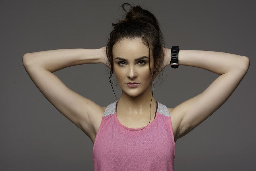 Marca de corredoras lança maquiagem para academia
