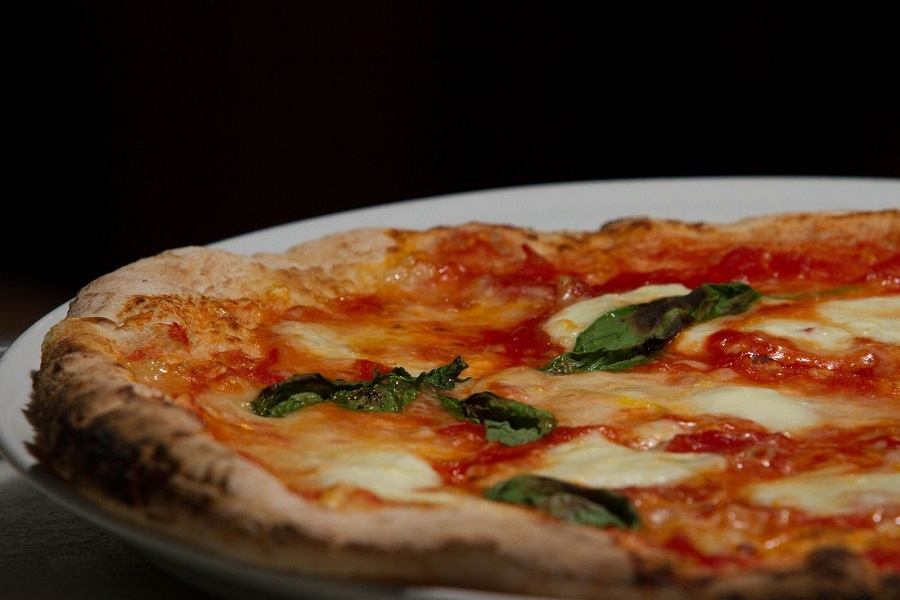 Pizza Margherita é uma das opções da Baco