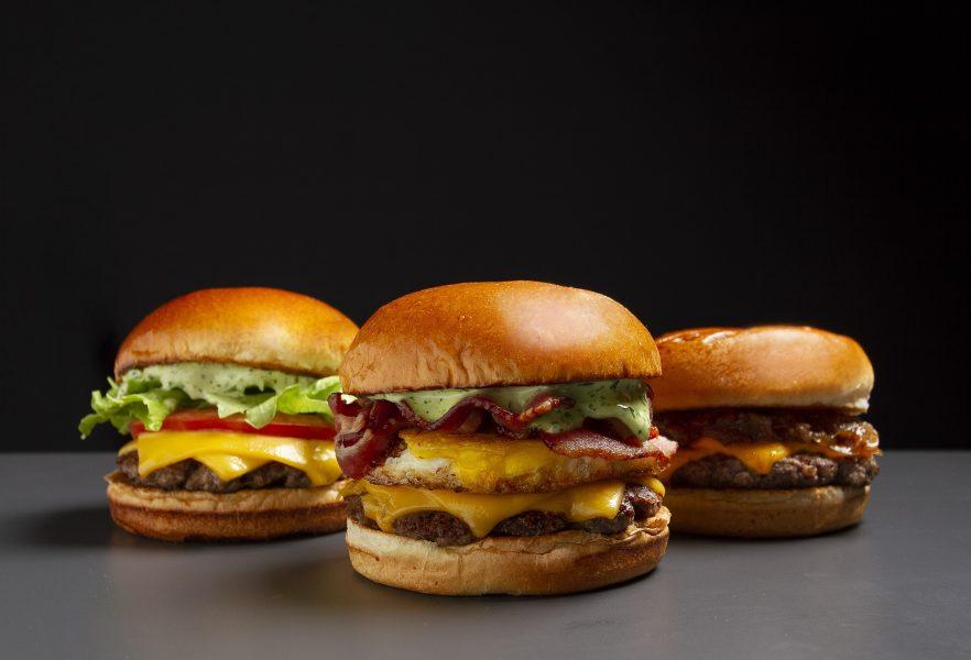 Bullguer lança sanduíches e campanha com CUFA