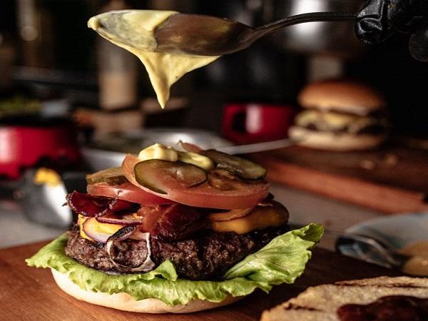 Parrilla Convida reúne chefs em hamburgada