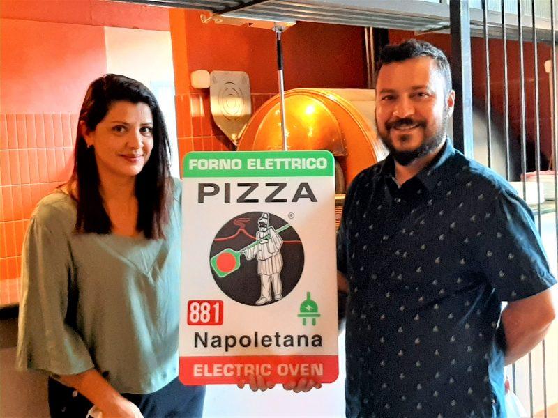 Vinny´s recebe placa que atesta registro de Vera Napoletana